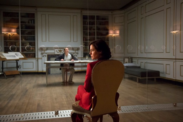 "HANNIBAL -- ""The Great Red Dragon"" Episode 308 -- Pictured: (l-r) Mads Mikkelsen as Hannibal Lecter, Caroline Dhavernas as Alana Bloom -- (Photo by: Brooke Palmer/NBC)"
